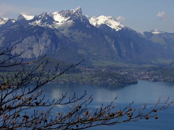 Вид на озеро Thunersee от хутора Abendberg