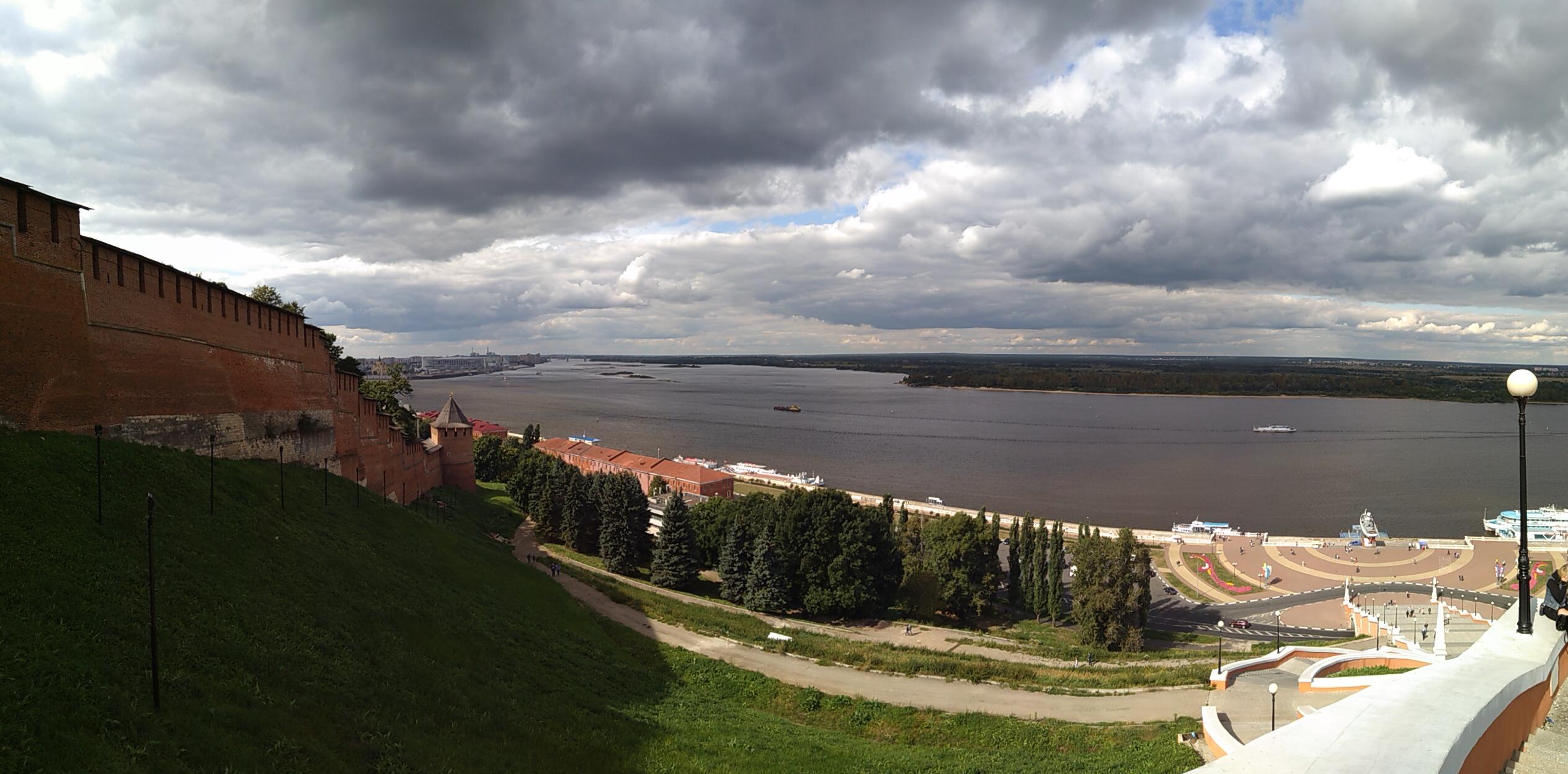 Панорама Кремля и Волги от памятника Чкалову